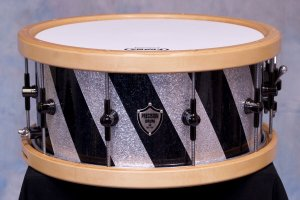 Diagnal stripe snare